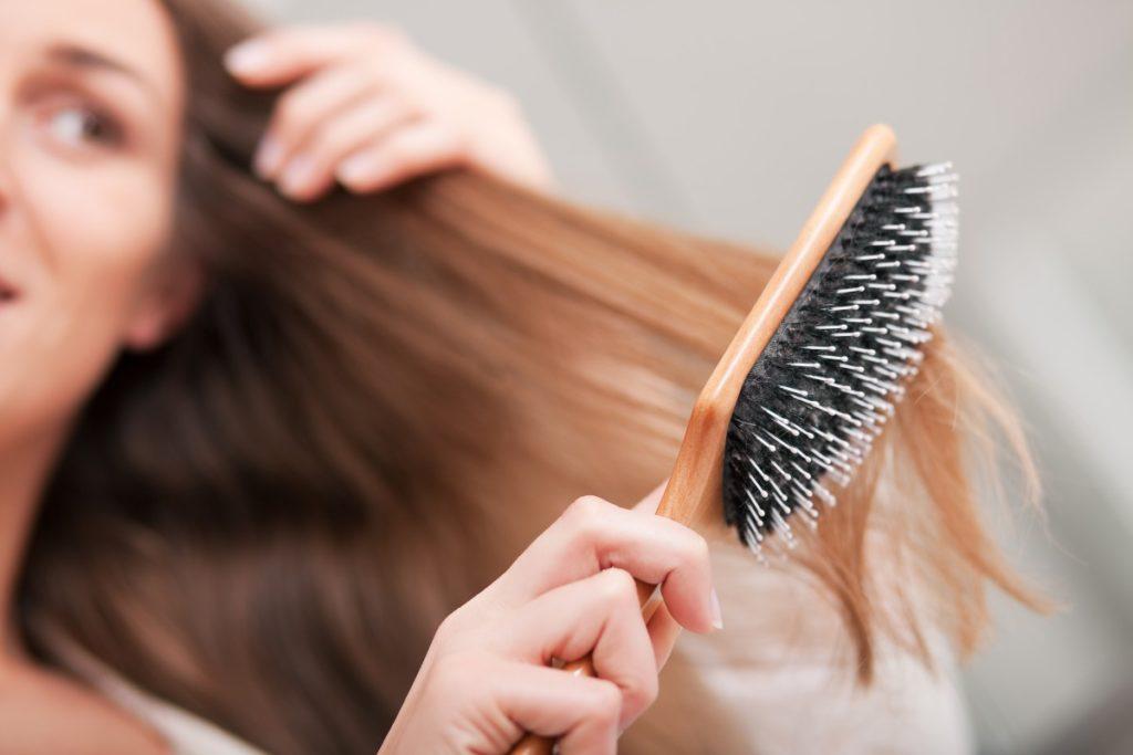 Учимся правильно и полезно расчесывать волосы